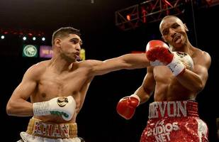 Khan outclasses Alexander to win Vegas fight